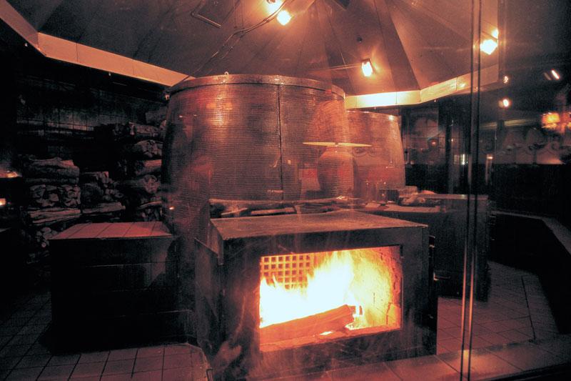 ホテルニューオータニ(東京)「トレーダーヴィックス 東京」のトレーダーヴィックス伝統の薪窯(チャイニーズオーブン)