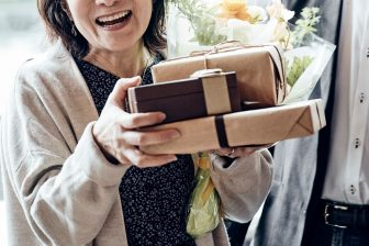 定年退職で受給できるケースも!失業給付金をもらえる条件や手続きを解説