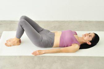 骨盤底筋群を鍛えて下腹痩せ&尿もれ対策に!寝転んでできる「あおむけがえる」