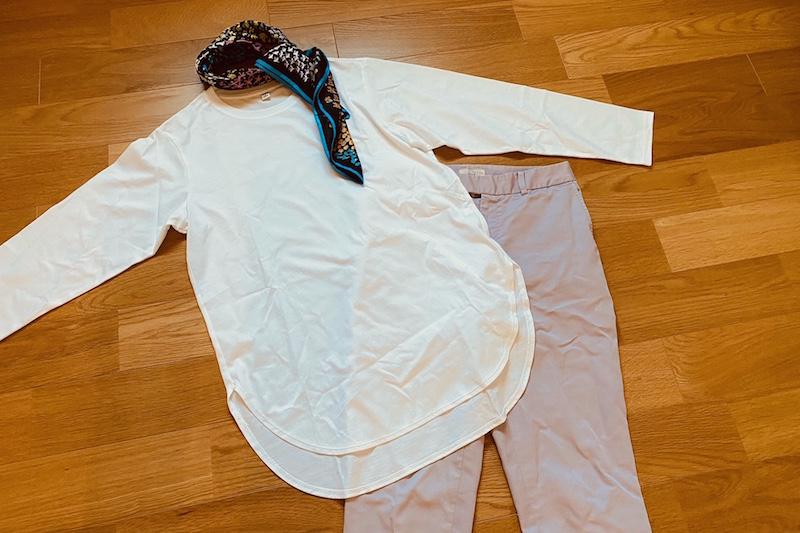 コットンロングシャツテールT(長袖)とスカーフと紫のカラーパンツ