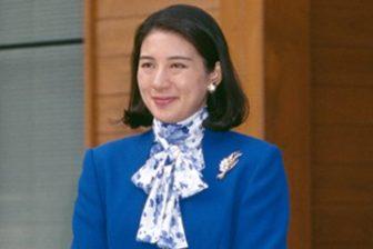 皇后雅子さま、秋のストール&スカーフ着こなし術|スタイ…