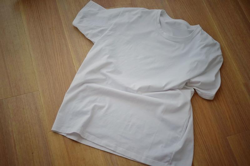 ヨレヨレの白いTシャツ