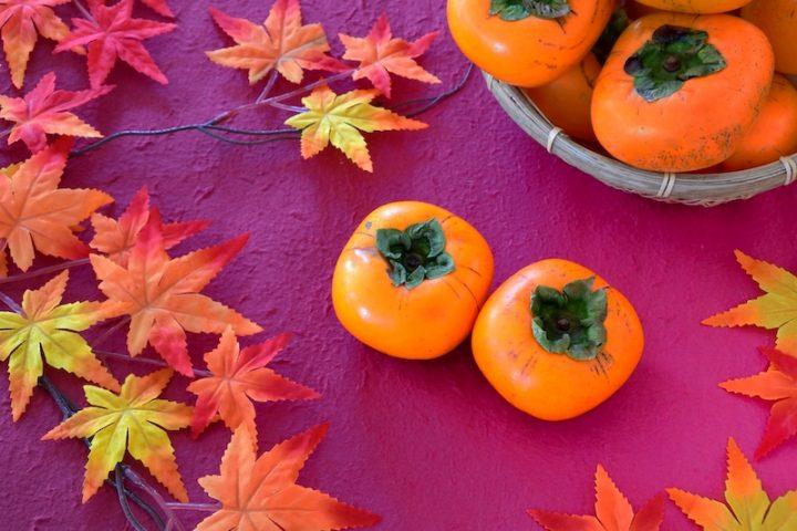 プロが伝授!おいしい柿の見分け方|4つのヘタが実にピッタリついている柿を選ぶべし