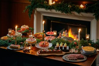 クリスマス気分を満喫!いちごを堪能できるデザートビュッフェ…