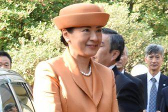 秋らしさ満点!皇后雅子さまのオレンジファッションはツートーン配色が決め手